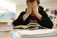 چرا دانش آموزان درس را فراموش می کنند؟
